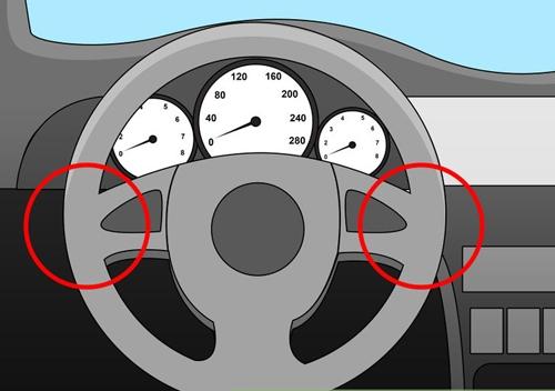 Chỉnh chiều cao vô-lăng sao cho tài xế quan sát dễ dàng bảng đồng hồ qua vô-lăng
