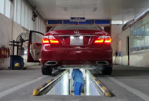 Từ chối đăng kiểm khi chủ xe chưa nộp phạt nguội là trái pháp luật - Ảnh:VnExpress